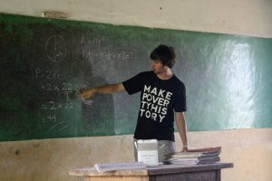 Navin teaching Pi in Ghana, July 2010